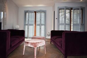 Shutters salon szare